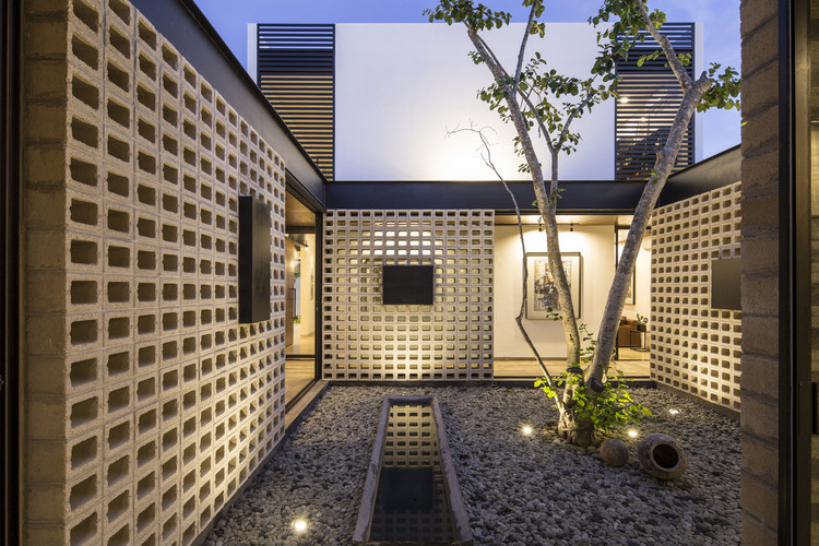 Un Patio / P11 Arquitectos, © EDUARDO CALVO SANTISBON