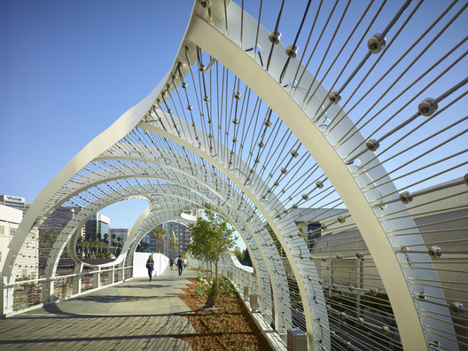 The Rainbow Bridge / SPF: architects
