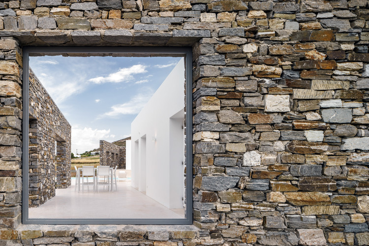 Hug House / React Architects, © George Messaritakis