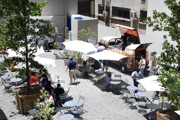 Urbanismo táctico, la Teletón del espacio público , Plaza de bolsillo en Santiago de Chile. Image © Intendencia Metropolitana, vía Plataforma Urbana