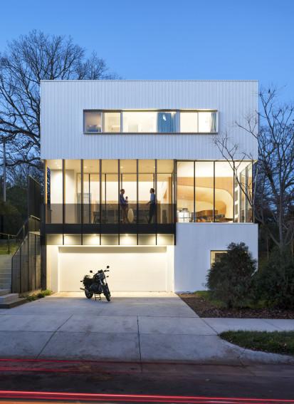 Casa apilada / Lazor / Office
