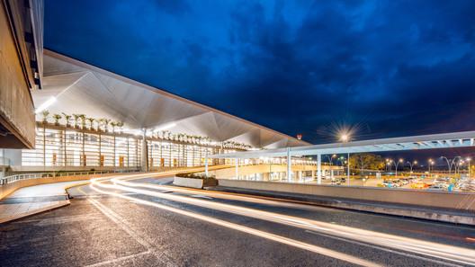 Nuevo Terminal Internacional T2 Aeropuerto Internacional Alfonso Bonilla Aragón / Espacio Colectivo Arquitectos SA + Cuna Arquitectura