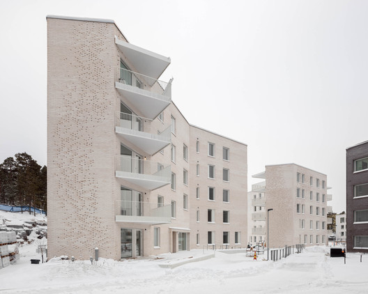 Lorentzinpuisto Apartments / Playa Architects