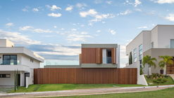 MR House / Estúdio MRGB