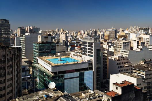 Sesc 24 de Maio / Paulo Mendes da Rocha + MMBB Arquitetos   ArchDaily México