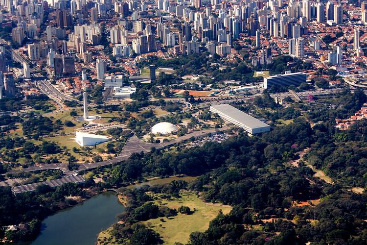 """Projeto de Paulo Mendes da Rocha para o parque Ibirapuera é cancelado pela prefeitura de São Paulo, Parque Ibirapuera. Foto: <a href=""""https://visualhunt.com/author/54193d"""">Fernando Stankuns</a> on <a href=""""https://visualhunt.com/re/9c3e87"""">Visual Hunt</a> / <a href=""""http://creativecommons.org/licenses/by-nc-sa/2.0/""""> CC BY-NC-SA</a>"""
