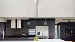 Upside-Down House  / Inbetween Architecture