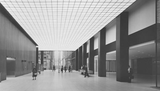 The original lobby of the Union Carbide Building. Image © Ezra Stoller | Esto. Courtesy Docomomo