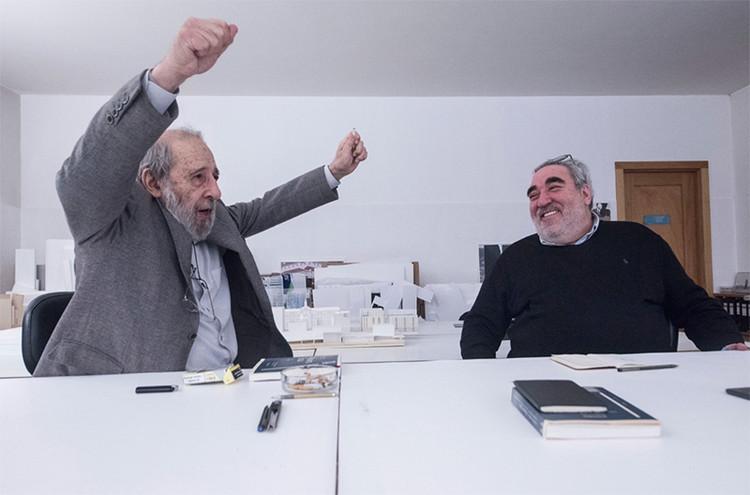 O belo e o feio na arquitetura: uma conversa entre Álvaro Siza e Souto de Moura, © Paulo Pimenta. via Público.pt