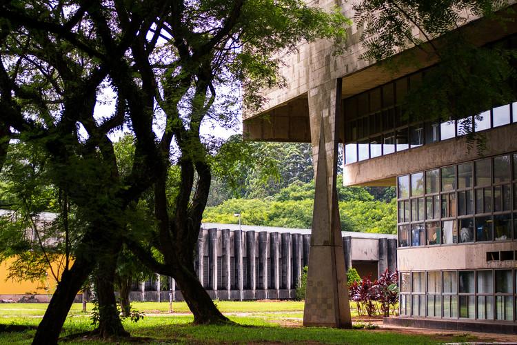 """Universidade brasileira lidera ranking dos melhores cursos de arquitetura da América Latina, © <a href=""""https://visualhunt.com/author/6f5594"""">Paulisson Miura</a> on <a href=""""https://visualhunt.com/re/2bd659"""">Visualhunt</a> / <a href=""""http://creativecommons.org/licenses/by/2.0/""""> CC BY</a>. ImageFaculdade de Arquitetura e Urbanismo (FAUUSP) de la Universidade de São Paulo"""