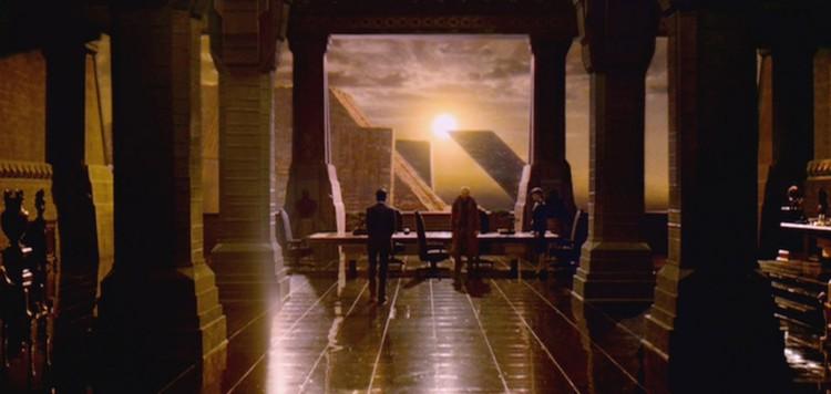 """La arquitectura en el <em> Blade Runner </em> original posee más """"alma cívica"""" que su sucesor. Image © 1982 Warner Bros. Entertainment Inc. via The Red List (used under fair use)"""