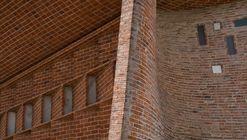 El aparejo de ladrillos en la Iglesia Cristo Obrero de Eladio Dieste, bajo el lente de Gonzalo Viramonte