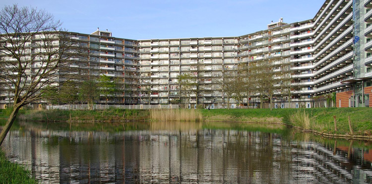 99% Invisible Investigates the Utopian and Dystopian Histories of the Bijlmermeer, © <a href='https://commons.wikimedia.org/wiki/User:Janericloebe'>Wikimedia user Janericloebe</a>licensed under<a href='https://creativecommons.org/licenses/by-sa/3.0/deed.en/'>CC BY-SA 3.0</a>