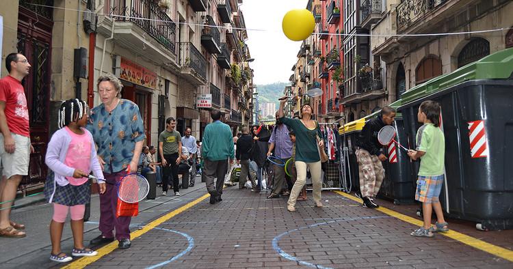 De la privatización a la colectivización de los espacios públicos, Play Day en Bilbao, España. Image © Paisaje Transversal