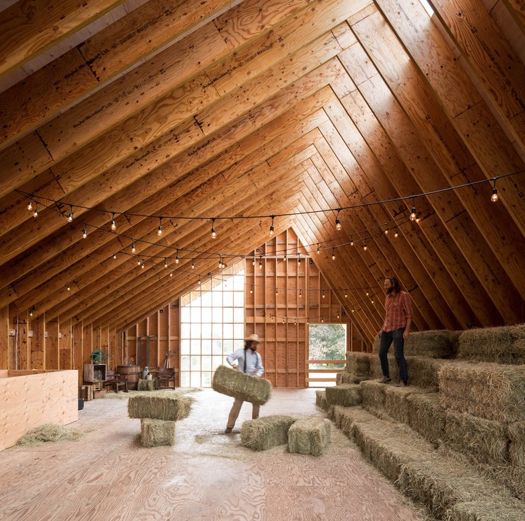 Swallowfield Barn  / MOTIV Architects, Courtesy of Ema Peter