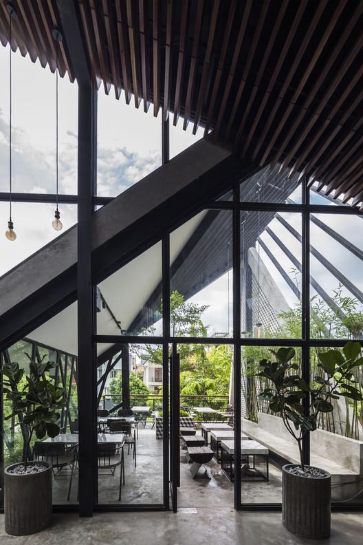 An?garden Café / Le House