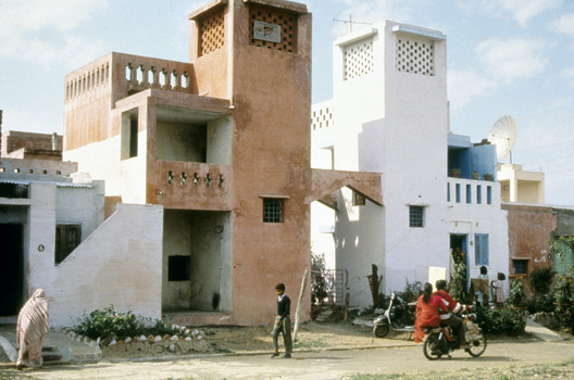 Aranya Low Cost Housing. Image © Aga Khan Award for Architecture <a href='https://dome.mit.edu/handle/1721.3/47997'>via MIT Library</a>