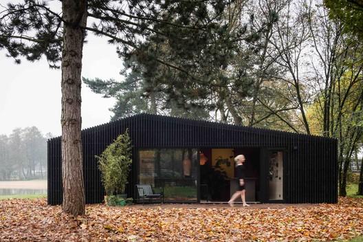 Buitenhuis / Chris Collaris Architects + Dutch Invertuals