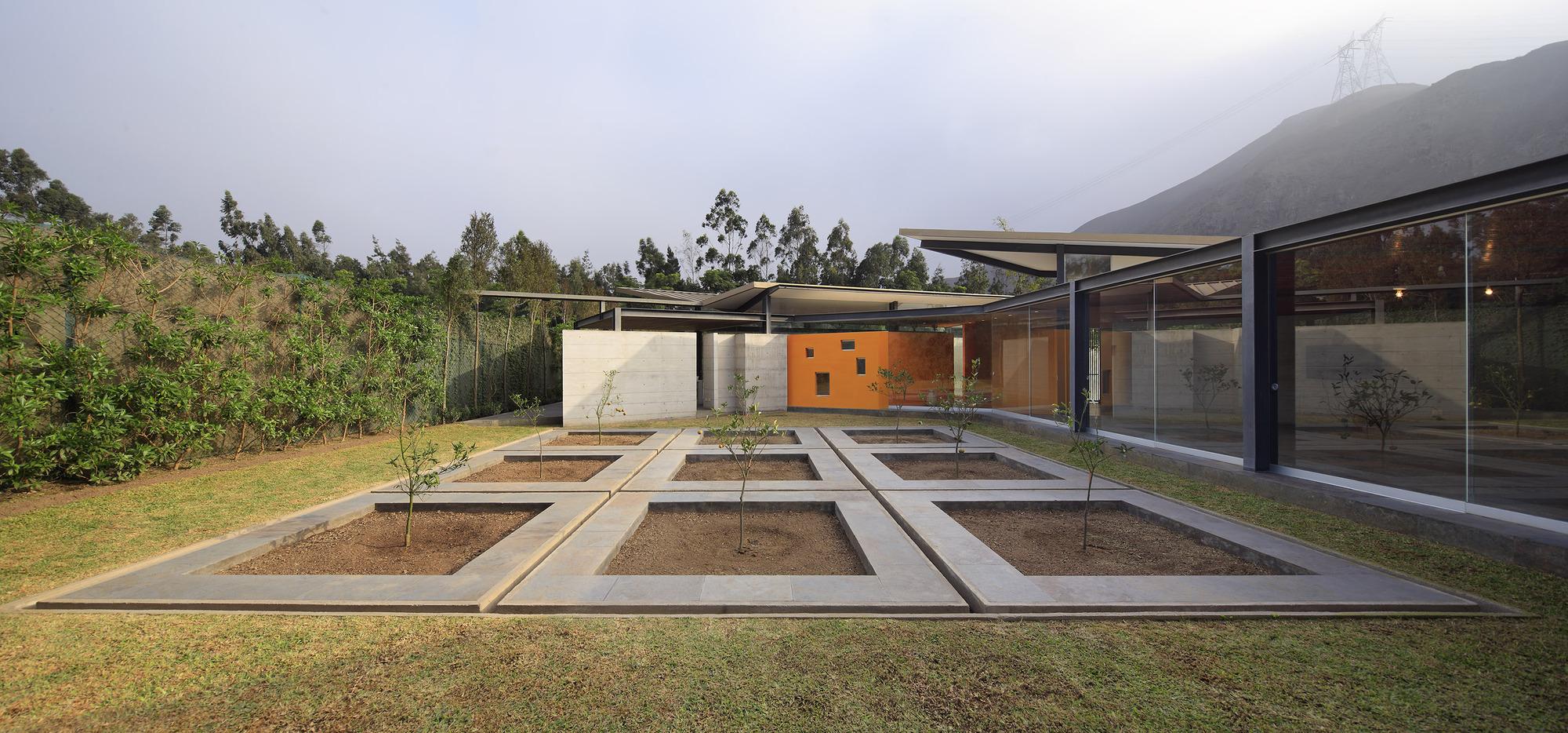 Campo Oeste House / Poggione + Biondi Arquitectos