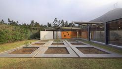 Casa Campo Oeste / Poggione + Biondi Arquitectos