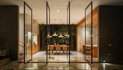 Inside Outside House / Tamara Wibowo Architects