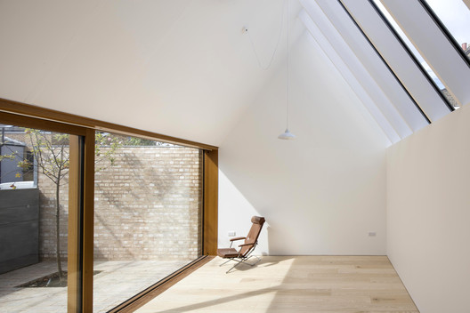 A New House and Studio / Anthony Carlile Architects