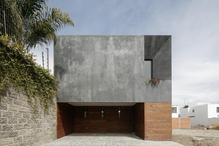 Casa Onze / Espacio 18 Arquitectura + Cueto Arquitectura, © Lorena Darquea