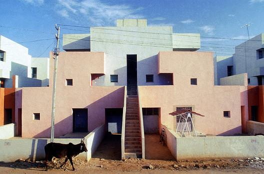 Life Insurance Corporation Housing / Balkrishna Doshi. Image Courtesy of VSF