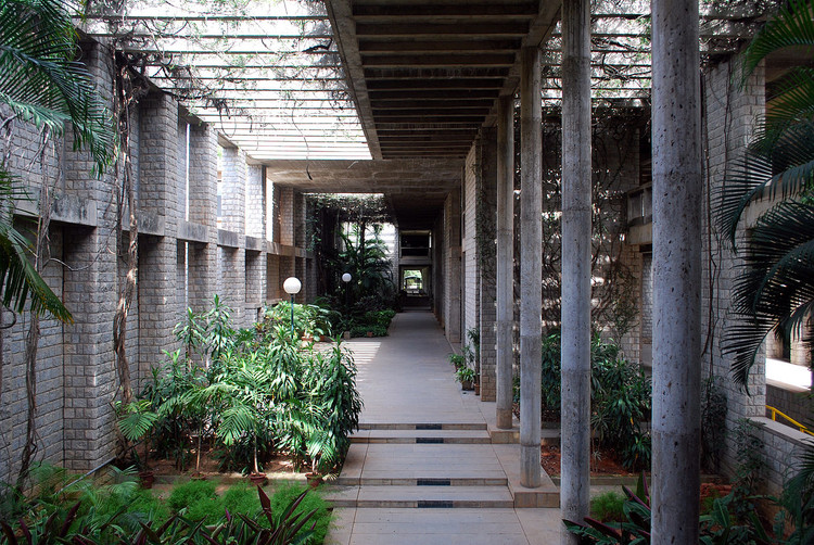 "Pritzker Prize-Winner Balkrishna Doshi Reminds Us That ""The Architect Is at the Service of Human Society"", Indian Institute of Management, Bangalore. Image © <a href='https://commons.wikimedia.org/wiki/File:IIM-B_016.jpg'>Wikimedia user Sanyam Bahga</a> licensed under <a href='https://creativecommons.org/licenses/by-sa/3.0/deed.en'>CC BY-SA 3.0</a>"