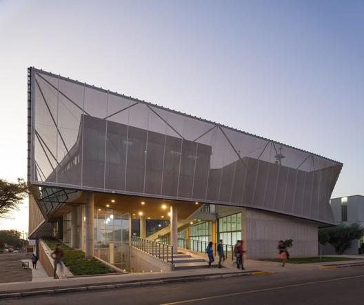 © Felipe Díaz Contardo. ImageODA16, Tercer Lugar: Edificio Departamento de Física / Marsino Arquitectura