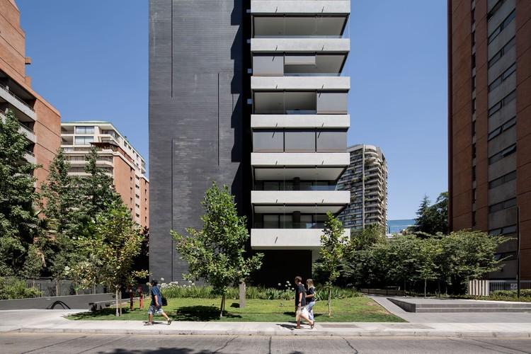 Edificio Hamlet / PARALELA + LB2, © Nico Saieh