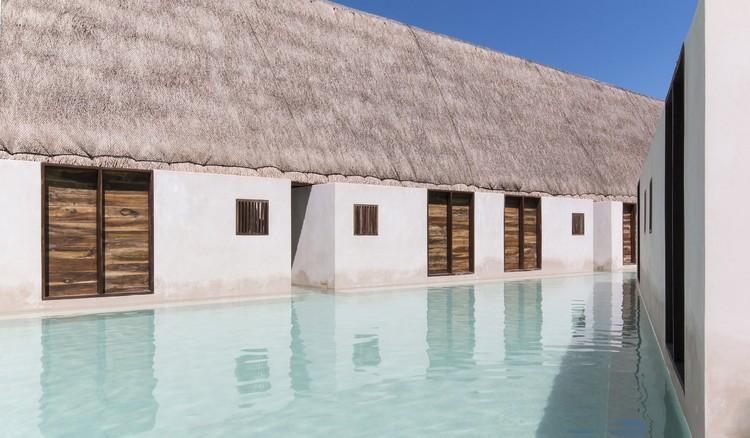 Hotel Punta Caliza: Un Encuentro entre Agua y Tierra, © Adlai Pulido