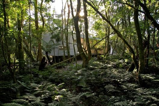 Refúgio São Chico / Studio Paralelo (Steel Frame Construction). Image © Eduardo Aigner
