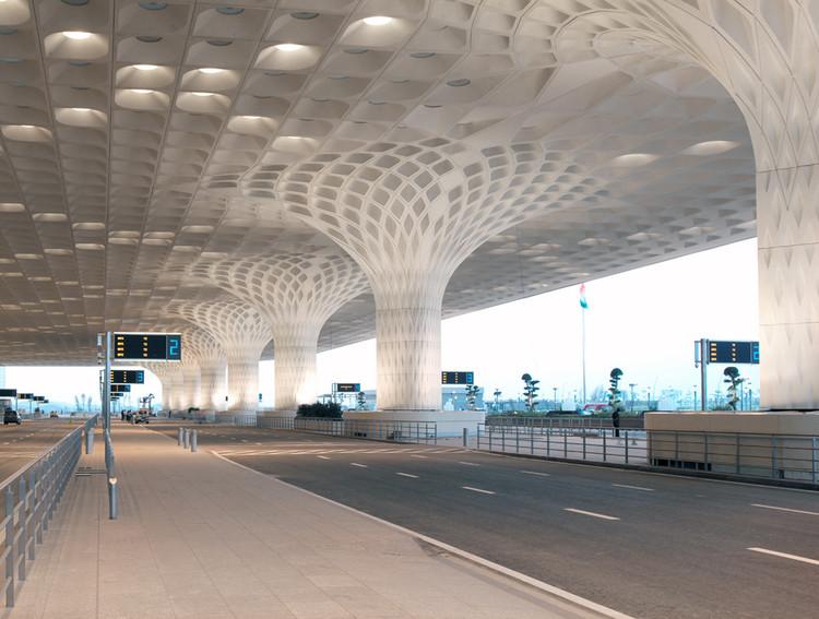 Zaha Hadid Architects projetará o novo Aeroporto de Navi Mumbai, An existing Chhatrapati Shivaji International Airport terminal was designed by SOM. Image Cortesia de Robert Polidori