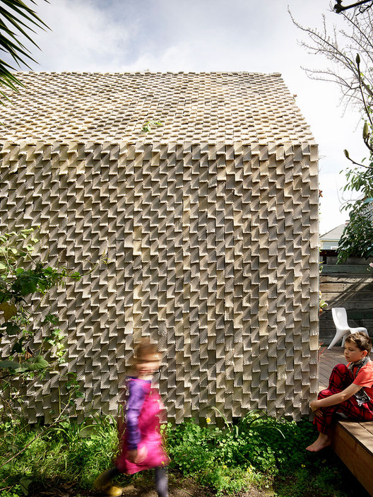 Over 4,500 3D-printed ceramic tiles clad the majority of the building. The calibrated inconsistencies and material behavior make each tile unique. Ever changing shadows transform the cabin's surface throughout the day as each seed stitch tile is gently curved to receive the sun and cast shadows. Image © Matthew Millman