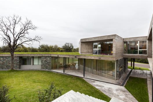 Residência em Quebrachos San Luis / CMS arquitectas