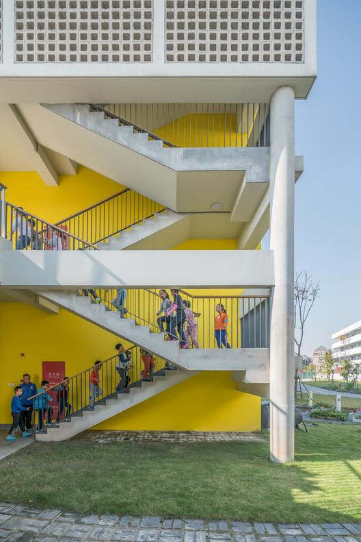 Teaching building. Image © CreatAR Images