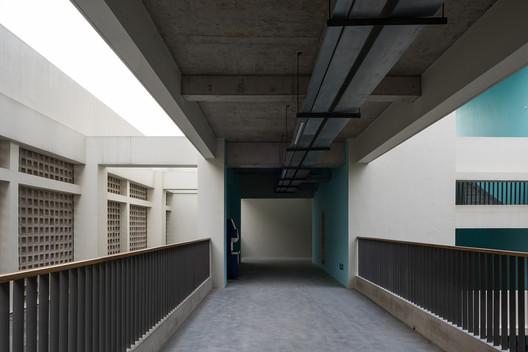 Administration building & gym. Image © Hao Chen