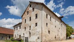 Una antigua cervecería es convertida a un Hotel / KÜHNLEIN Architektur