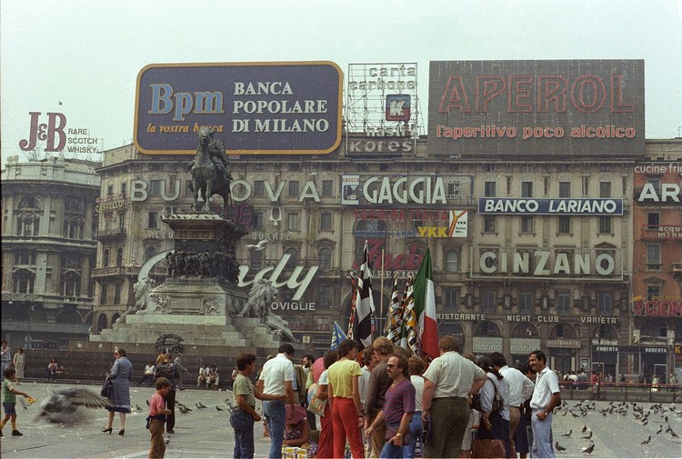 Piazza del Duomo, Milan. Image © <a href='https://www.flickr.com/photos/25564641@N08/5930524435'>Flickr user Raymond Cunningham</a> licensed under <a href='https://creativecommons.org/licenses/by-sa/2.0/'>CC BY-SA 2.0</a>