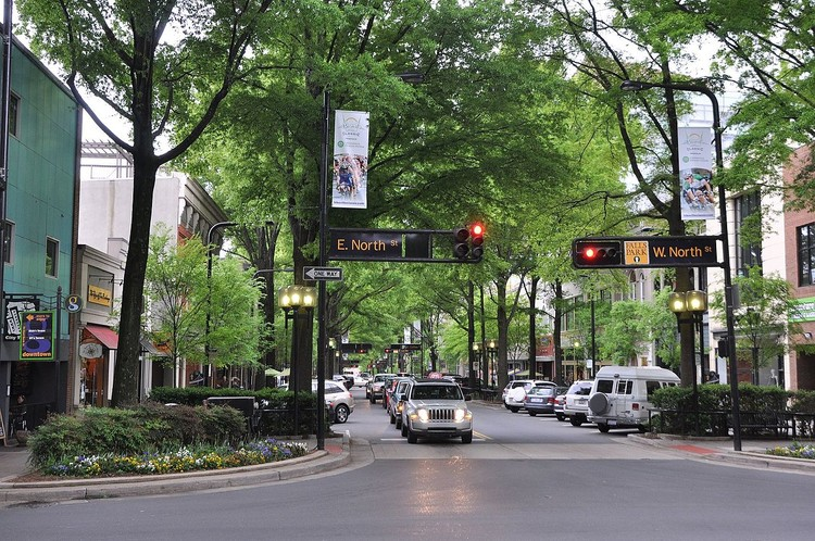 Downtown, Greenville, SC. Image © <a href='https://www.flickr.com/photos/lovinkat/16584220864/'>Flickr user lovinkat</a> licensed under <a href='https://creativecommons.org/licenses/by/2.0/'>CC BY 2.0</a>
