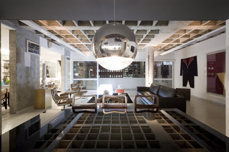 Apartamento em São Paulo projetado por Piratininga Arquitetos é cenário da nova temporada de Black Mirror, © Maíra Acayaba