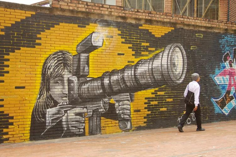 Bogotá desde las crónicas visuales de la fauna silvestre, Bogotá  Street Art 022. Image © McKay Savage  [Flickr], bajo licencia CC BY 2.0