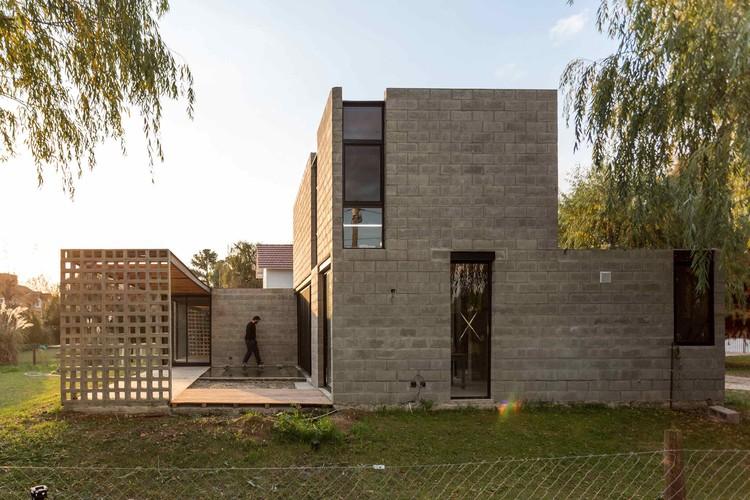 Casa PRO.CRE.AR PERROUD / AToT - Arquitectos Todo Terreno, © Joaquin Portela