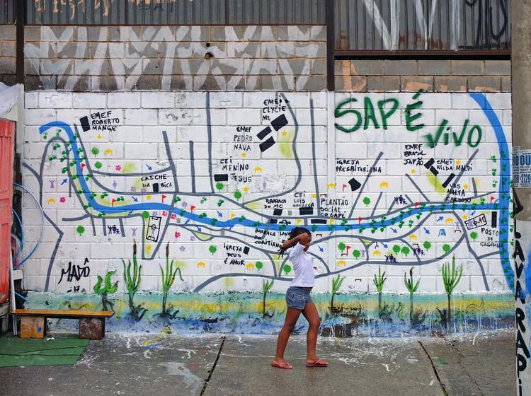 Água Paulista: um sistema circulatório urbano para São Paulo, Mapa final, criado de forma colaborativa sobre a base grafitada pela artista Madô Lopez. © Ooze