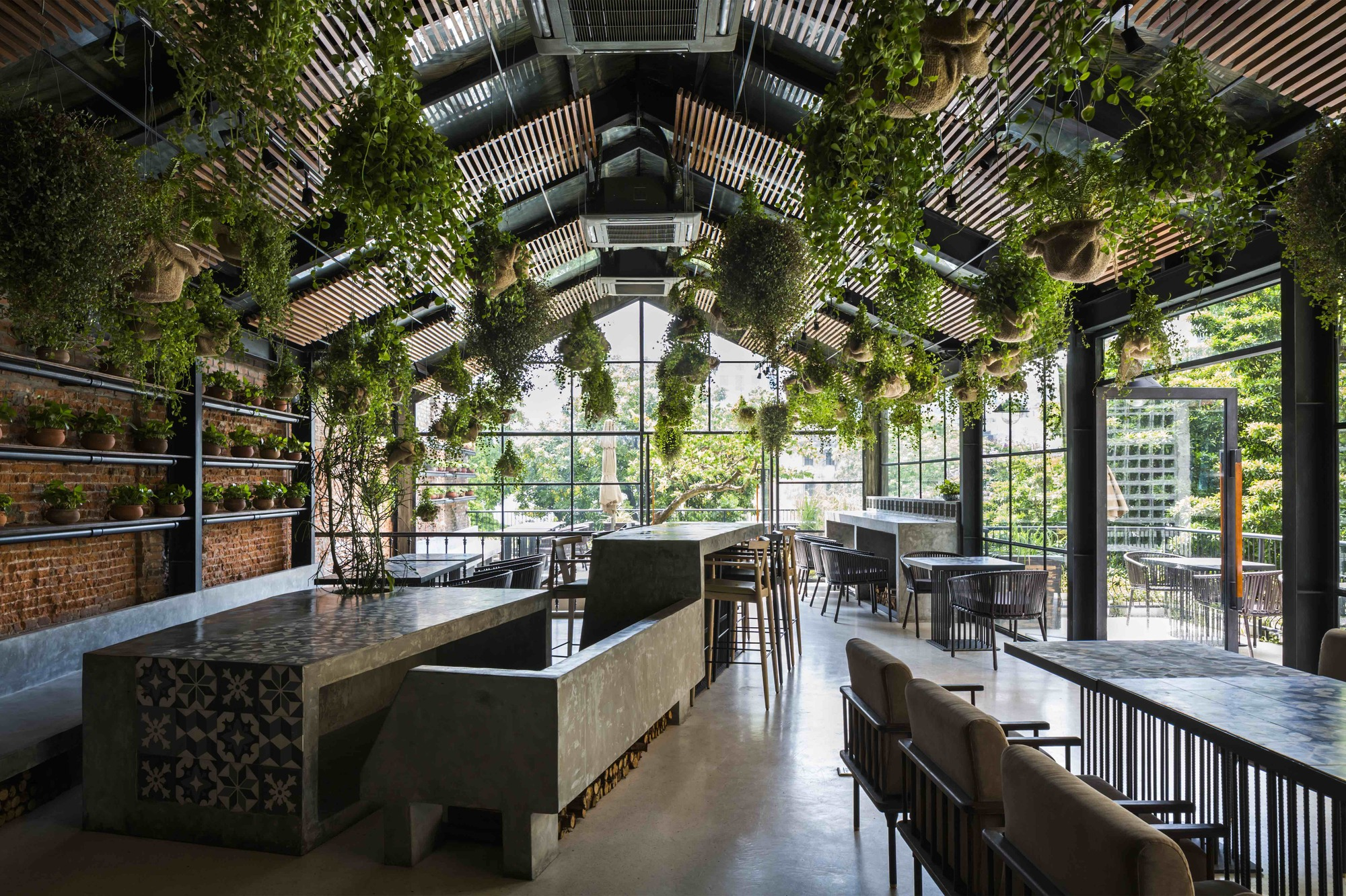 U m vegetarian restaurant le house archdaily for Home restaurant