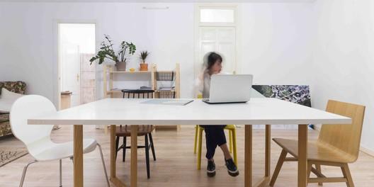 Zona de reuniones en la oficina #Churruca15. Image © Paisaje Transversal