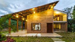 La Casa de los Abuelos / ab arquitectura & ingeniería
