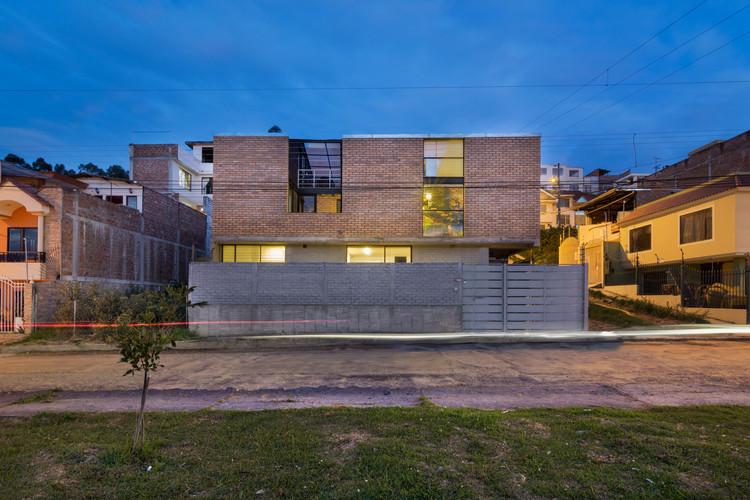 Casa R2-con ladrillos / Espinoza Carvajal Arquitectos, © FB+estudio Fredy Bonilla