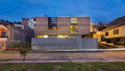 Casa R2-con ladrillos / Espinoza Carvajal Arquitectos
